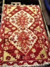 "ANTIQUE RUG / PRAYER MAT ? 28"" X 19"" RED & OCHRES CENTRE VELVET FEEL"